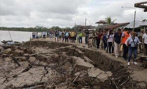 Zona afectada por el terremoto en Puerto Santa Gema, en la ciudad amazonica de Yurimaguas (Perú).
