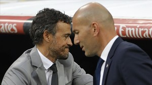 jdomenech38162446 barcelona s head coach luis enrique left is flanked by rea170425213949