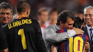 Laporta felicita a Messi tras ganar la Supercopa del 2009.