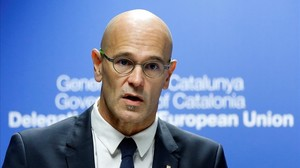 zentauroepp40323729 catalan foreign affairs chief raul romeva gestures as he hol170928131413