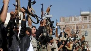 zentauroepp41386701 tribesmen loyal to the houthi movement hold their weapons as171221143224
