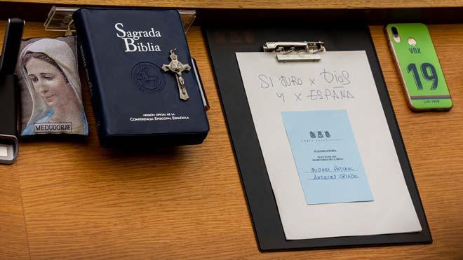 """Vox entra a les Corts jurant """"per Déu i per Espanya"""""""