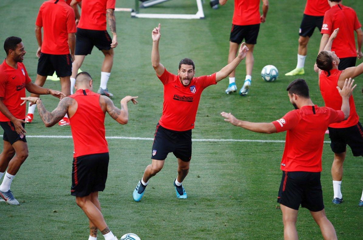 Los jugadores del Atlético durante un entrenamiento de pretemporada.