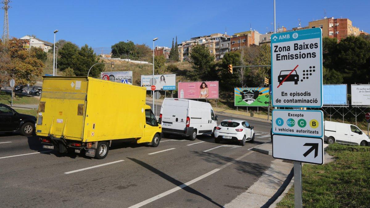 Totes les claus del veto al cotxe contaminant a Barcelona