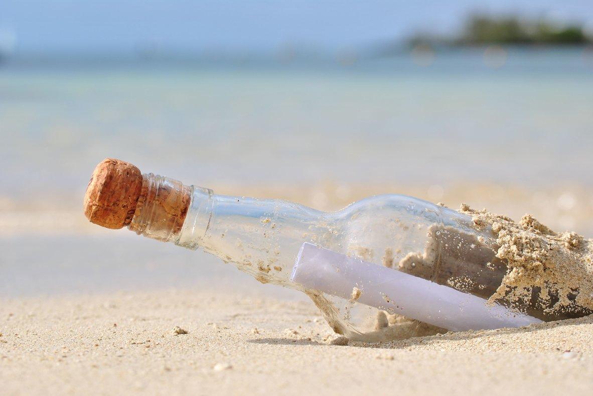 Arriba a una illa del Japó una ampolla amb un missatge en espanyol