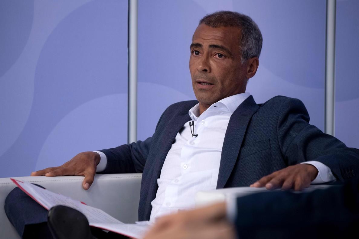 Romário entró en la política en 2010, cuando fue elegido diputado federal por su natal estado de Río de Janeiro.