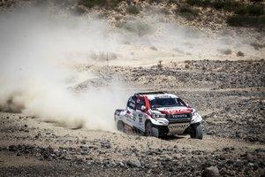 Fernando Alonso prueba el Toyota en Namibia.