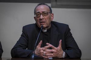 El arzobispo de Barcelona, Juan José Omella, en una rueda de prensa en abril del 2016.