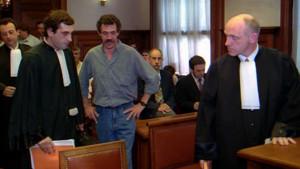 El abogado Paul Ekaert (a la derecha), durante el juicio sobre la deportación del presunto etarra Enrique Pagoaga Gallastegi (en el centro), en el 2001.