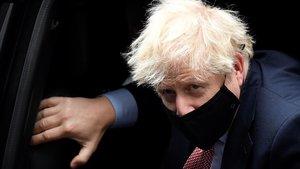 Johnson llega a Downing Street tras intervenir de forma vitual en el congreso anual del Partido Conservador británico.