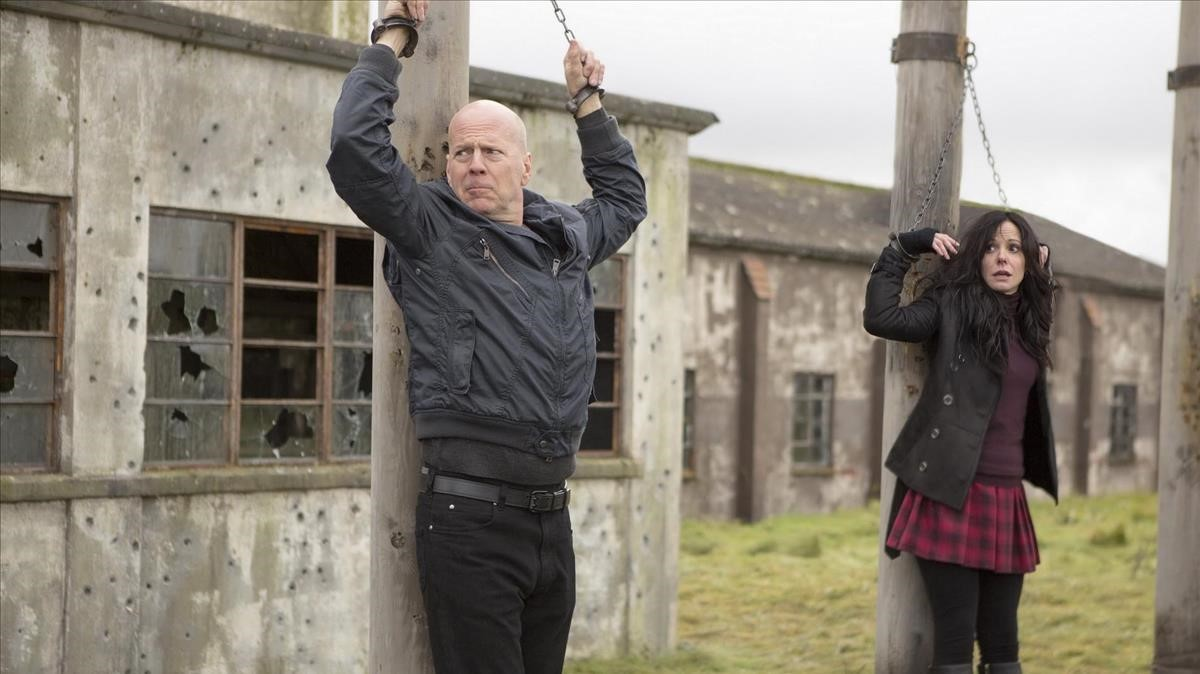 Bruce Willis y Mary-Louise Parker, en Red 2.
