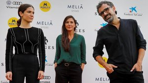 Bruna Cusí, Núria Prims y Lluís Danés, tras la presentación de 'La vampira del Raval' en Sitges