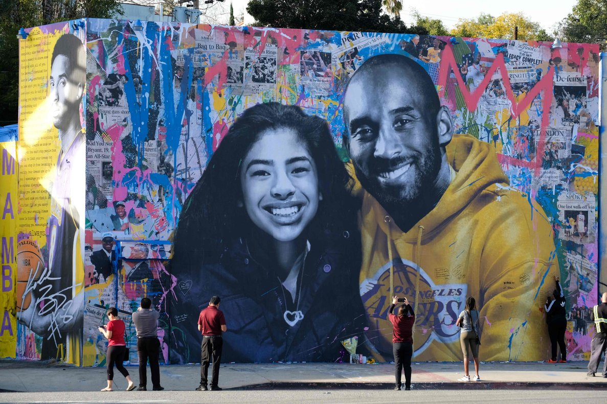 Mural en recuerdo de Kobe y Gianna Bryant, en Los Ángeles.