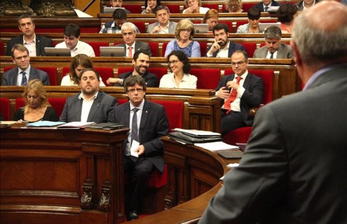 Carles Puigdemont en sesión de control del ple del Parlament