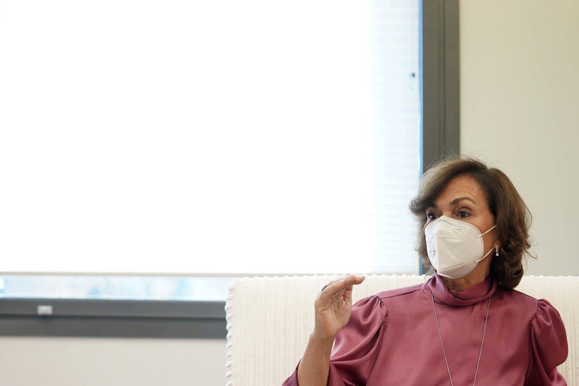 Carmen Calvo: «L'obligatorietat de les vacunes no és legalment possible»