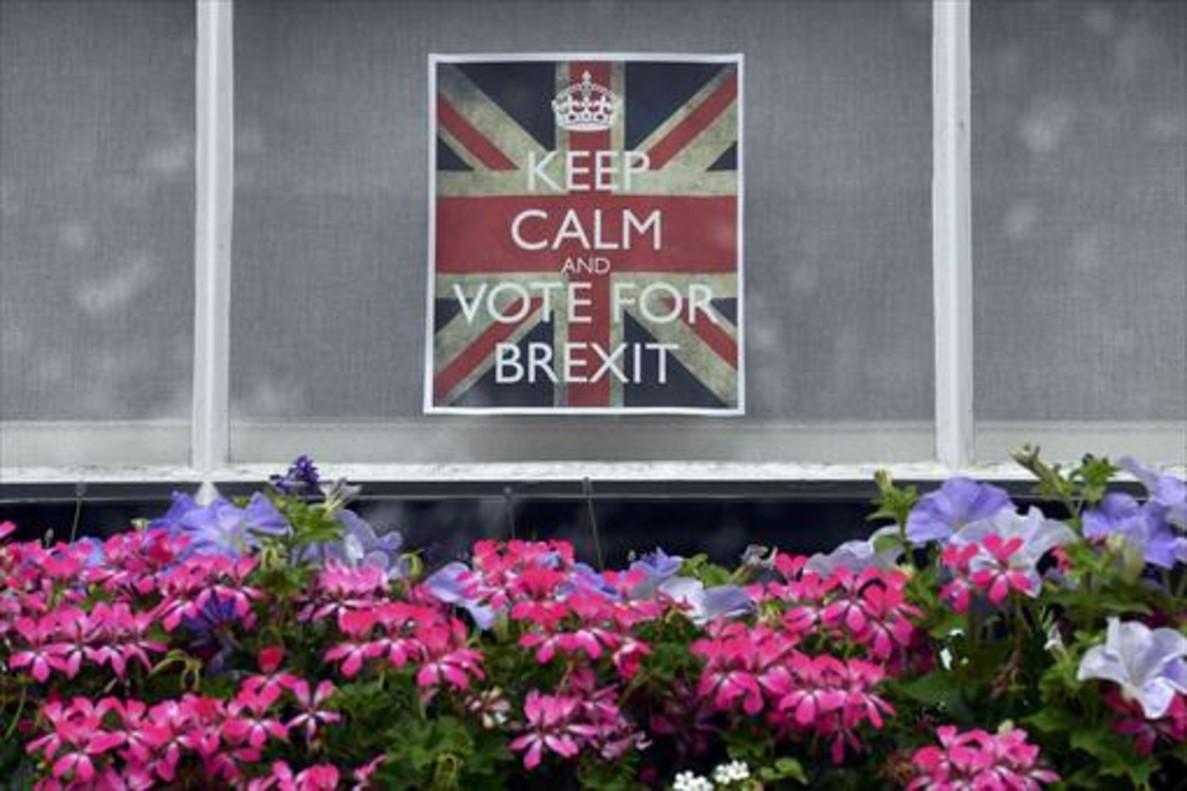 Cartel por el brexit en una ventana de Chelsea (Londres).