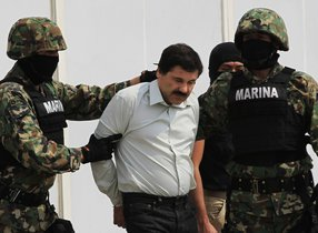 El Chapo es acusado de cometer 17 delitos, incluido el envío de más de 200 toneladas de cocaína a Estados Unidos como jefe del cártel de Sinaloa.