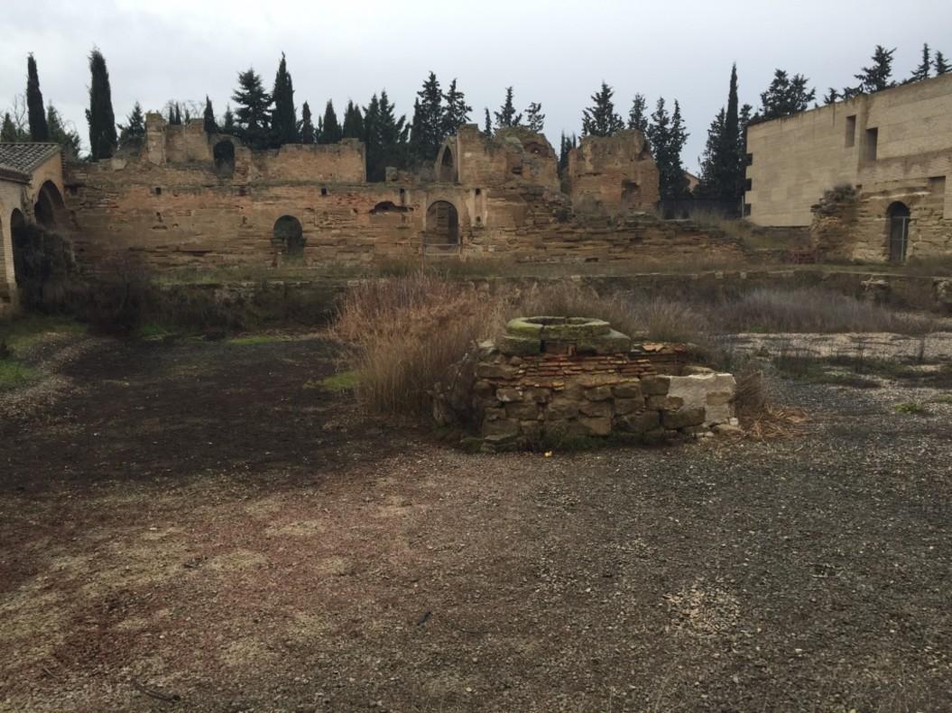 El claustro del monasterio ha sido drenado en el pasado para evitar las inundaciones.