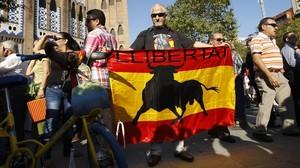 Protaurinos y animalistas el ultimo dia de toros en la Monumental.