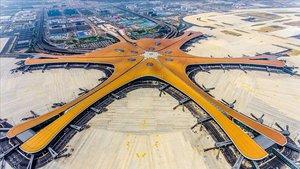 Imagen aérea del nuevo aeropuerto de Pekín, de los más grandes del mundo.
