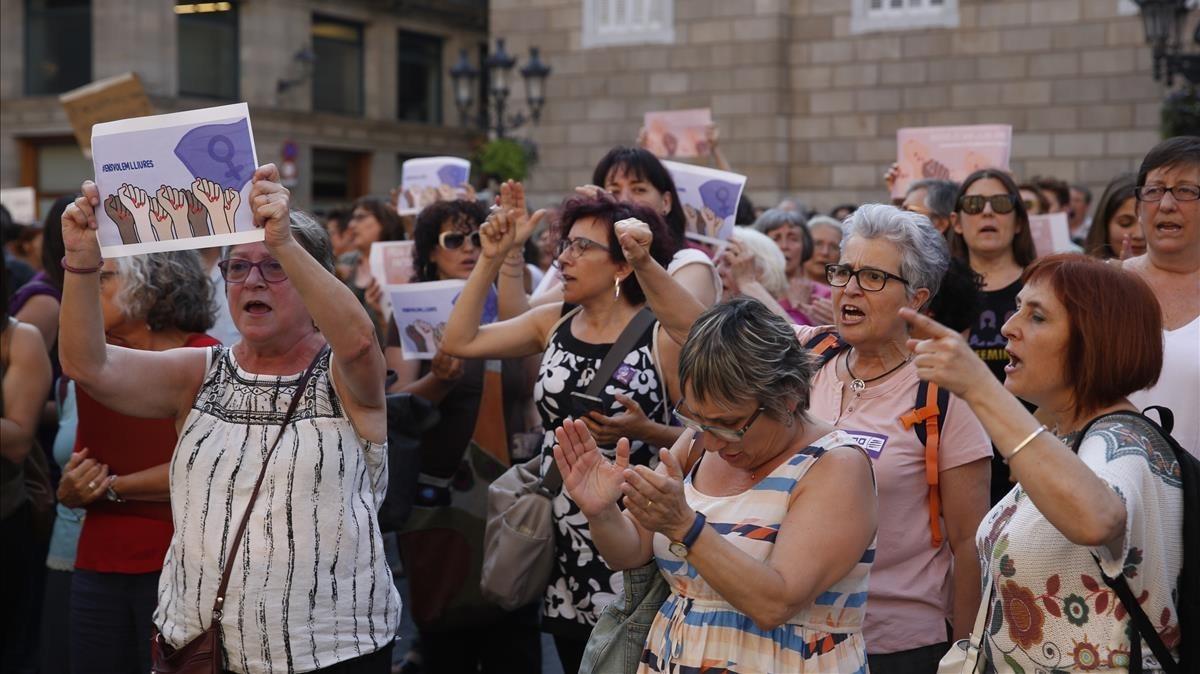 Concentración en Barcelona contra la libertadde los miembros de La Manada.