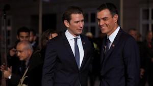 El presidente del Gobierno español,Pedro Sanchez, es recibido por el canciller austriaco, Sebastian Kurz, Salzburgo.