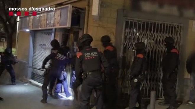 Desarticulado un grupo criminal que distribuía cocaína en patinete y a través de una sastrería en L'Hospitalet.