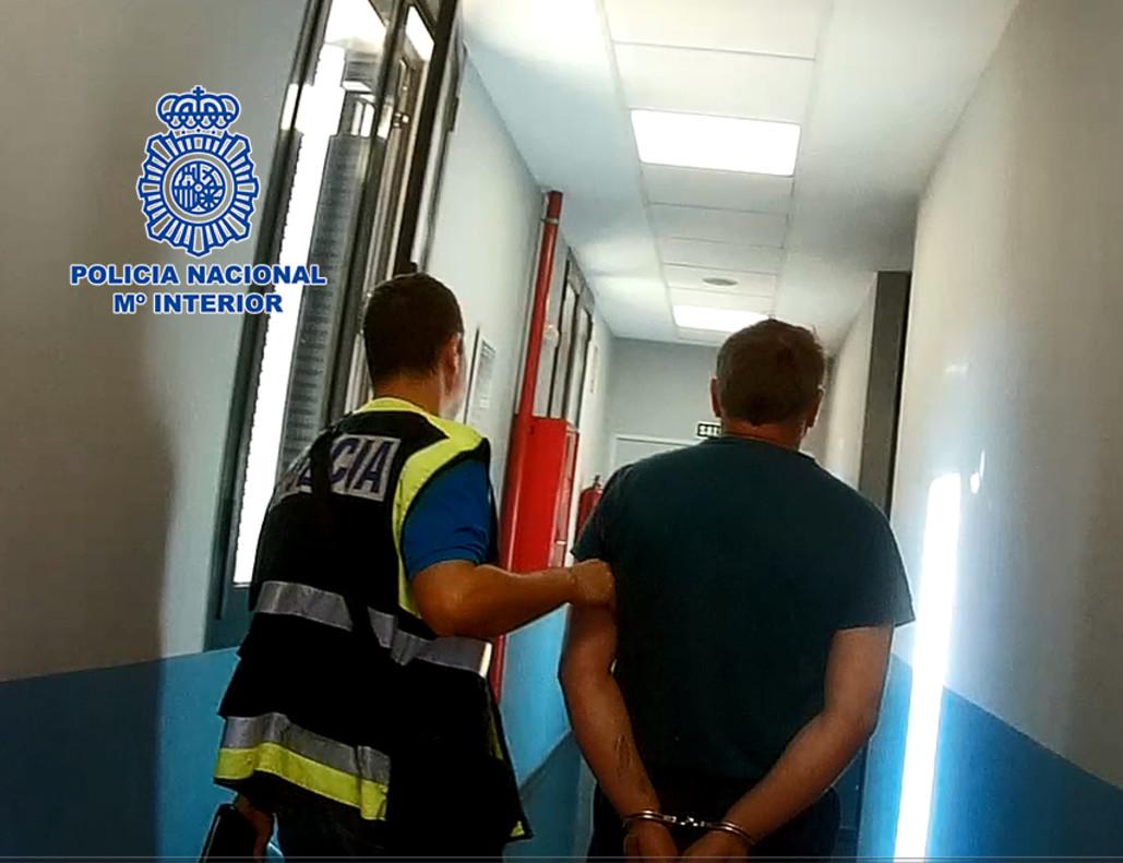 La Fiscalía informó que ha llevado a cabo un registro en el domicilio del sospechoso.