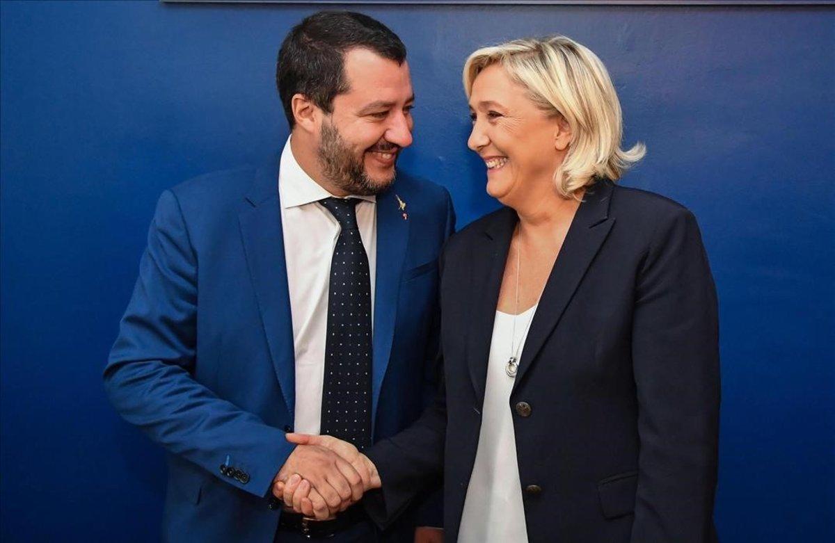 Encuentro del ministro italiano del Interior, Matteo Salvini, y la ultraderechista francesa Marine Le Pen, el pasado octubre, en Roma.