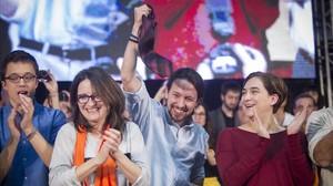 Errejón, Oltra, Iglesias y Colau en el mitin de cierre de campaña del 20-D, en València.