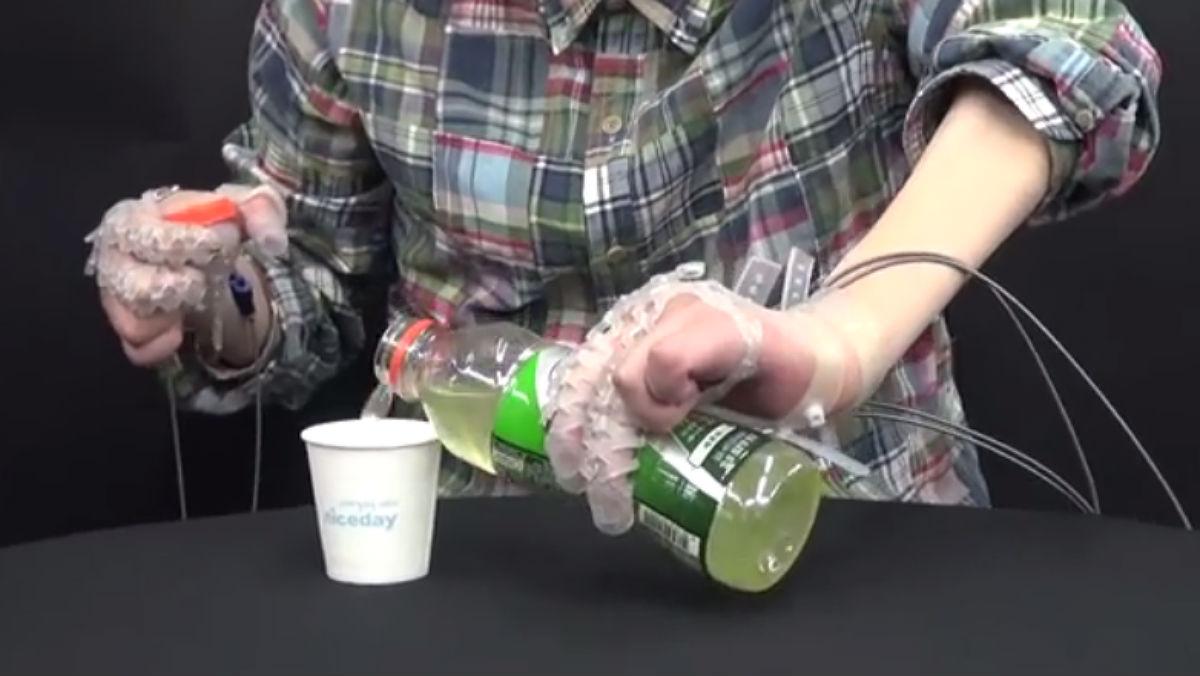 Exo Glove Poly, el guant robòtic per a persones amb mobilitat reduïda.