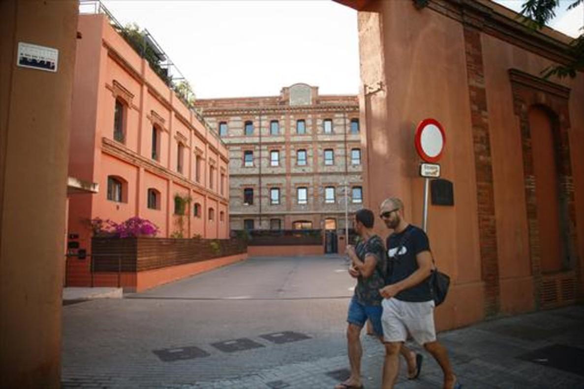Fachada del bloque La Farinera, construido por la promotora Emacon en el Poble Nou.