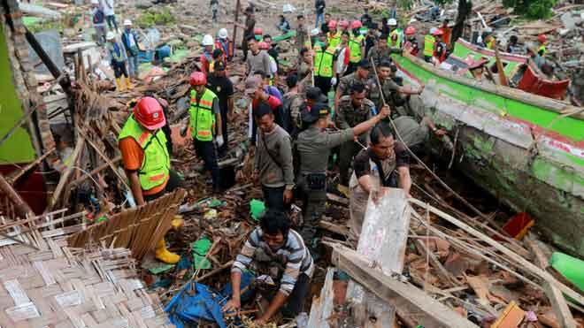 Almenys 281 morts en un tsunami a Indonèsia