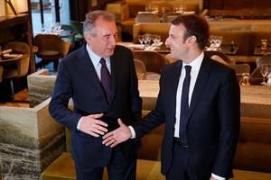 François Bayrou y Emmanuel Macron.