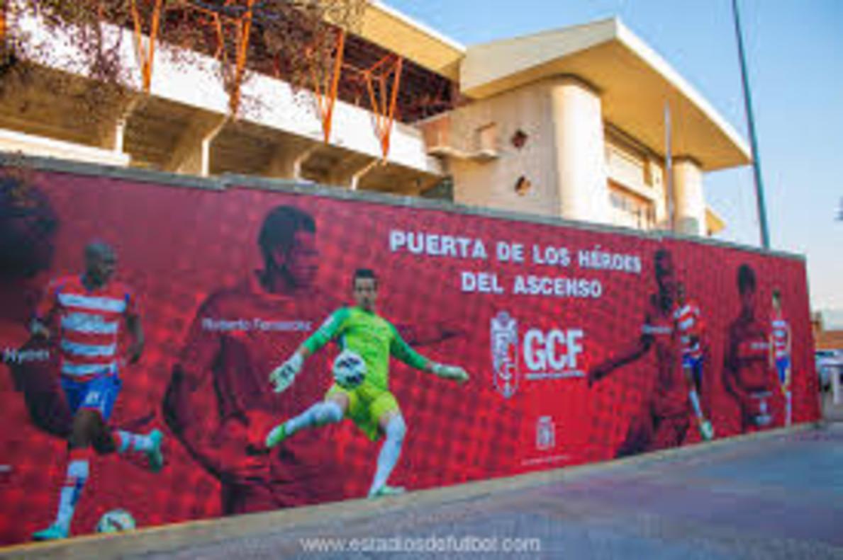 Las afueras del nuevo estadio de Los Carmenes, en Granada.