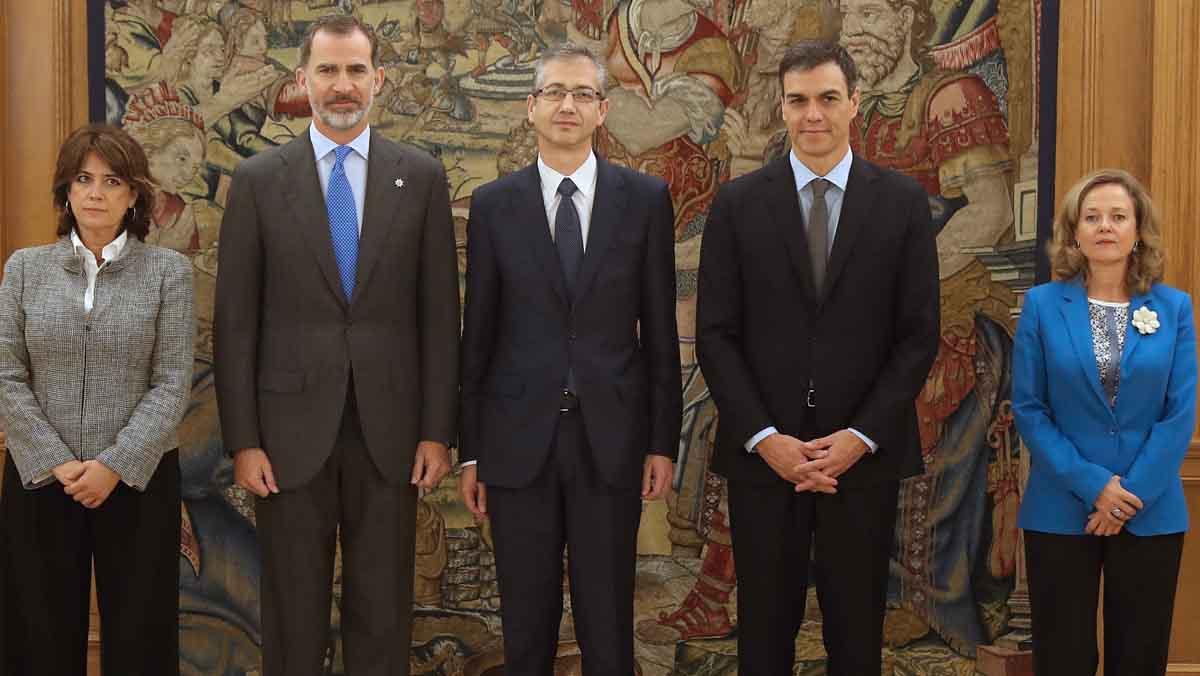 Hernández de Cos ha asumido su nuevo puesto delante de la Constitución y sin símbolos religiosos, al prescindir de la Biblia y del crucifijo.