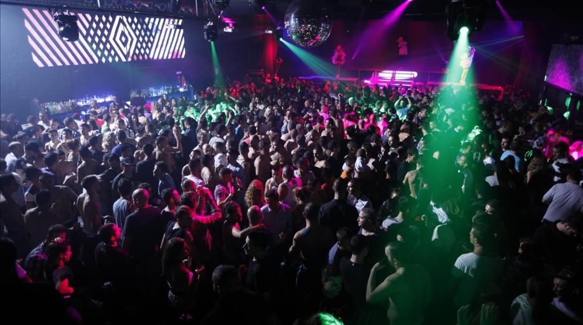 Madrugada eufórica en una discoteca del área metropolitana de Barcelona.