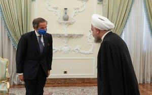 El director del OIEA, Rafael Grossi y elpresidente de Irán,Hasan Rohaní.