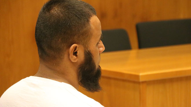 El imán acusado de abusos sexuales, en el banquillo de los acusados, este martes.