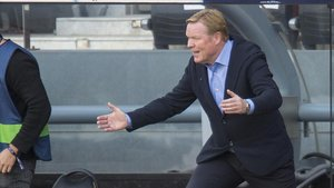 Koeman se enfada por el uso del VAR en el penalti de Lenglet a Ramos en el clásico.