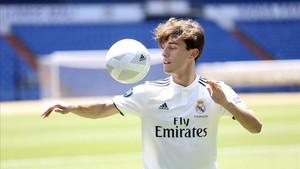 Odriozola dio los primeros toques al balón en el Bernabéu.