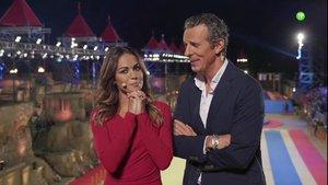 Lara Álvarez y Joaquín Prat en el escenario de 'Juegos sin fronteras'.