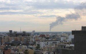 Ataques aéreos en algunas zonas de Trípoli.