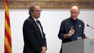 Lluís Llach y Quim Torra, este martes, en el Palau de la Generalitat.