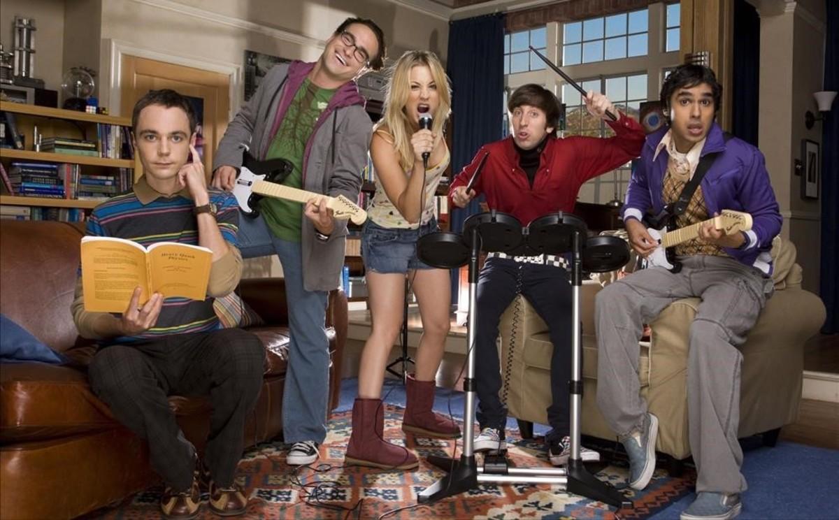 Los actores principales de 'The Big Bang Theory'. De izquierda a derecha, Parsons, Galecki, Couoco, Helberg y Nayyar.