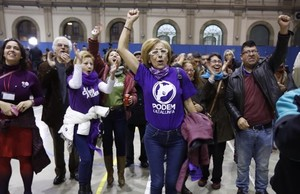 Los seguidores de En Comú Podem celebran la victoria en la Estació del Nord.