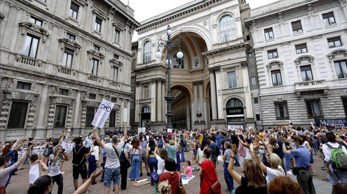 Manifestación en Milán para pedir más recursos para las escuelas, este viernes.