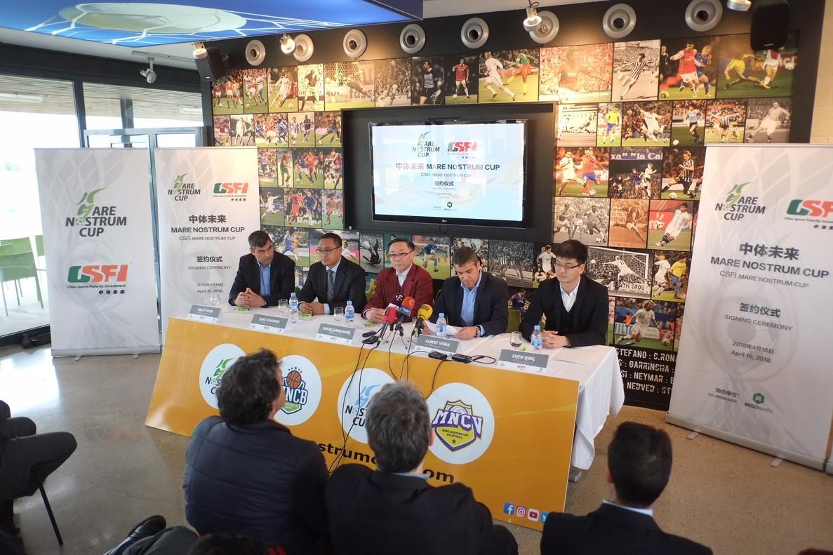 Presentación del acuerdo entre Mare Nostrum Cup y la empresa China Sports Futurity, este lunes en Salou.