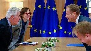El negociador de la UE para el brexit, Michel Barnier (izquierda) yel presidente del Consejo Europeo, Donald Tusk, durante una reunión en Bruselas, este miércoles.