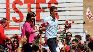 Núria Parlón y Pedro Sánchez, durante un mitin en Barcelona el pasado 22 de abril.